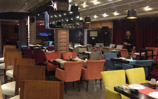Bakırköy Seaside Bistro'da Canlı Müzik Eşliğinde İçki Dahil Leziz Yemek Menüsü