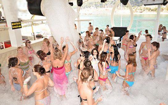 Catamaran Mobydick Gemisi ile Hafta Sonlarına Özel, Boğaz Turu ve Yüzme Keyfi!