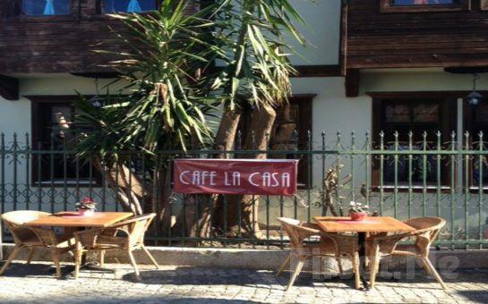 İzmir Sığacık Kaleiçi Cafe La Casa'da Nefis Tatlardan Oluşan Serpme Kahvaltı Keyfi