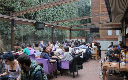 Vefa'da Vefakar Cafe & Bistro'da Sınırsız Çay Eşliğinde 2 Kişilik Serpme Kahvaltı Keyfi!