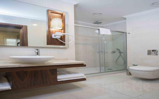Yenibosna Midmar Deluxe Hotel'in Modern ve Şık Odalarında 2 Kişi 1 Gece Konaklama Keyfi, Kahvaltı Seçeneğiyle