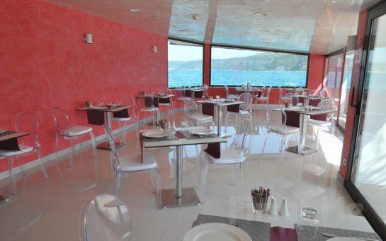 Rumeli Kavağı Beyaz Konak Bistro'da Boğaz'ın Eşsiz Güzelliği Eşliğinde Leziz Serpme Kahvaltı Keyfi