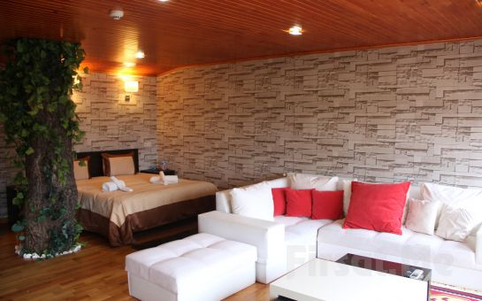 Anadolu Feneri'nde, Boğaz Manzaralı Taşlıhan Boutigue Otel'de 2 Kişi 1 Gece Standart, Saunalı veya Jakuzi Odalarda Konaklama ve Kahvaltı Seçenekleri