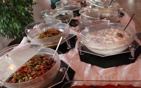 Bahçeşehir Göl Et Restaurant'ta Nefis Manzara Eşiliğinde Serpme veya Açık Büfe Kahvaltı Keyfi