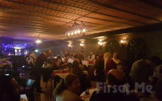 Taksim Sade Sahne'de Canlı Müzik ve Fasıl Eşliğinde İçecek Dahil Leziz Yemek Menüsü