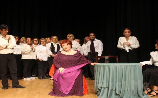 Tiyatro Ayna – Dilek Türker'den İSTANBUL'UN GÖZLERİ MAHMUR Tiyatro Oyun Bileti