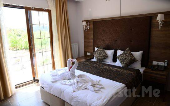 Ağva Asmalı Garden Butik Otel'de Yılbaşına Özel Şömineli Odalarda 2 Kişi 2 Gece Konaklama ve Kahvaltı Keyfi