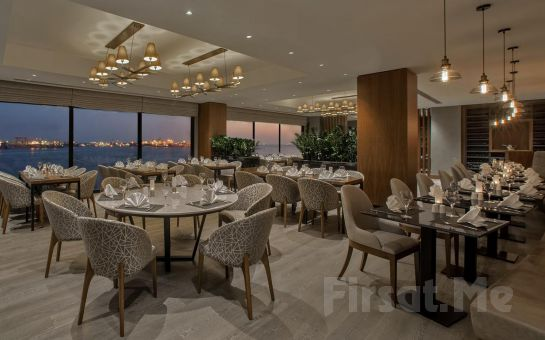 Holiday Inn İstanbul Tuzla Bay Hotel'de 2 Kişilik Konaklama Oda ve Kahvaltı Seçenekleri