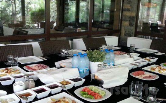 Yeşillikler İçinde Bahçeşehir Hasbahçe'de Serpme Kahvaltı veya 100 Çeşitten Oluşan Açık Büfe Kahvaltı Seçenekleri