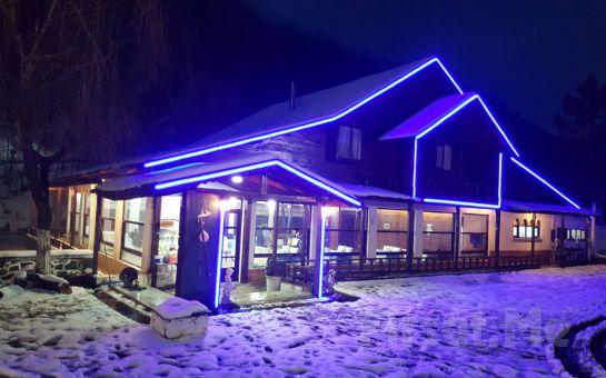 Şile Yeşil Göl Restaurant'ta Canlı Müzik Eşliğinde Yılbaşı Menüsü ve Eğlencesi (Sınırsız İçki Dahil)