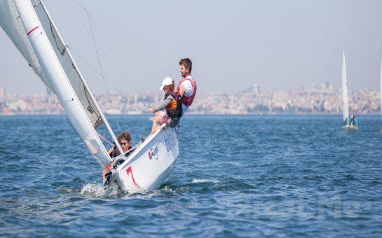 İstanbul Yelken Kulübünde Canlı Müzik Eşliğinde Limitsiz Yılbaşı Eğlencesi ve Enfes Menü (Sınırsız İçki Dahil)