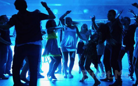 UNI CASTLE CLUB Rumeli Hisarı'nda DJ Performans ve Sınırsız İçecek Eşliğinde Yılbaşı Partisi