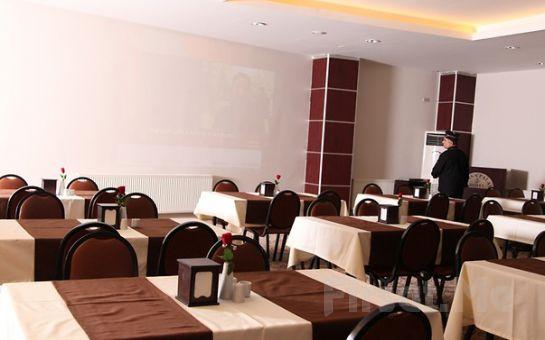 Bursa Palace Hotel'de Standart Odalarda Çift Kişi Kahvaltı Dahil Konaklama