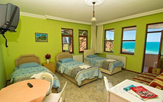 Karadeniz'de Tatil Bir Başkadır! Amasra'nın Cennet Koyu Çakraz'da, ÖZMENLER OTEL'de, 2 Kişi 1 Gece Yarım Pansiyon Konaklama Fırsatı!