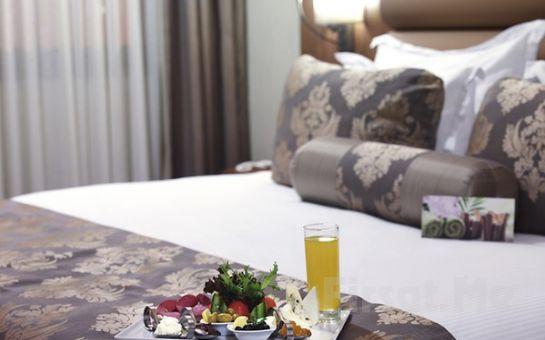 Beylikdüzü Euro Park Otel'de Çift Kişilik 2 Gece Yarım Pansiyon Konaklama ve Spa Kullanım Paketi