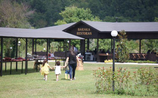 Riva Baraka Köyü'nde Doğa İçerisinde Organik Ürünlerden Oluşan Serpme Kahvaltı Keyfi
