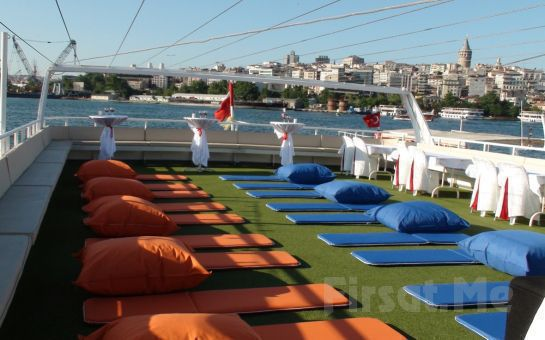 19 Mayıs'ta İstanbul'da Yat Partisi Eğlencesi