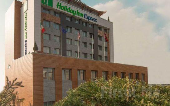Holiday Inn Express Atatürk Airport Hotel'de Kahvaltı Dahil Çift Kişilik Konaklama Keyfi