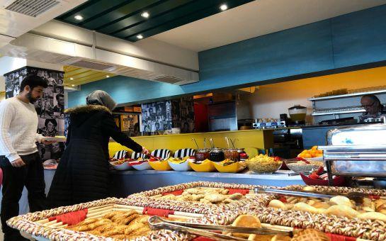 Hollywood City Lounge Üsküdar'da Enfes Kahvaltı Menüleri