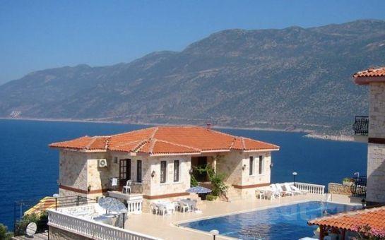 Denize Sıfır ve Eşsiz Mimari İçinde Kaş Eleni Hotel'de Kişi Başı Konaklama + Kahvaltı!