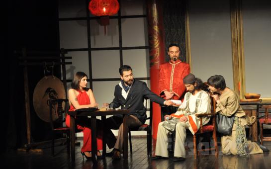 Çarpıcı Bir Kara Komedi 'Canlı Maymun Lokantası' Tiyatro Oyunu Bileti