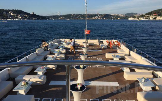 İncisu Teknelerinde Boğazın Eşsiz Güzelliğinde Sevgililer Gününe Özel Sınırsız İçecek Dahil Leziz Akşam yemeği