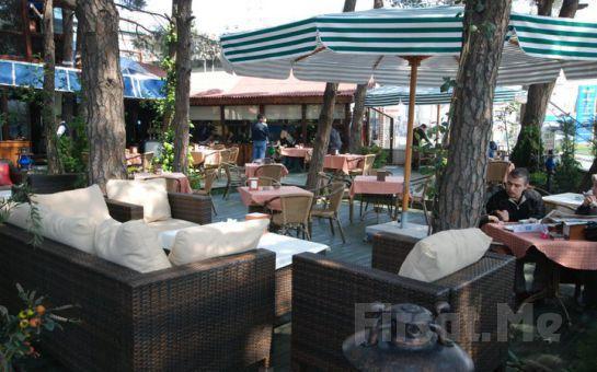 Şehrin Merkezinde Doğayla İç İçe Cafemsi Libadiye Cafe Restaurant'ta; Salata, Köfte Tabağı, İçecek