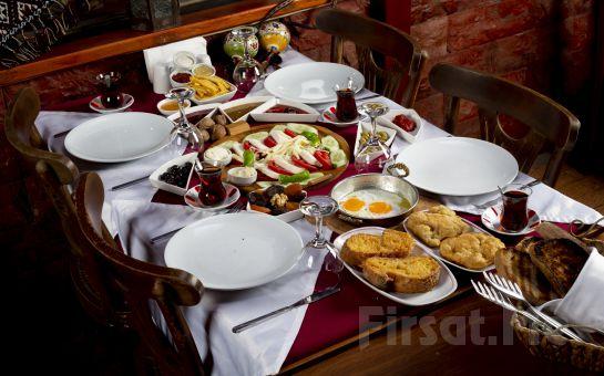 Riva Huzur Bahçesi'nde Nehir Kenarında Leziz Serpme Kahvaltı Keyfi