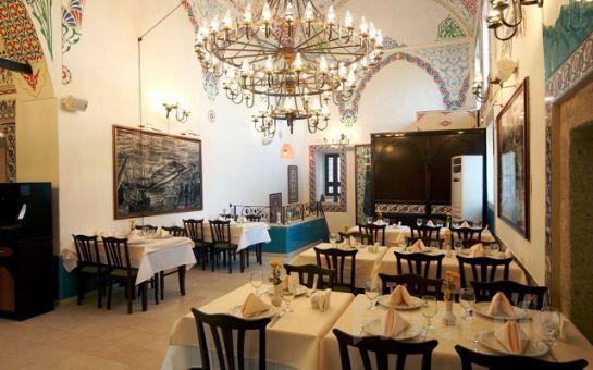 Eminönü Bab-ı Hayat Restaurant'ta Fasıl Eşliğinde Geleneksel İftar Sofrası
