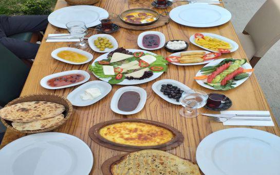 Sapanca'nın Eşsiz Doğasında Balıklı Göl Restaurant'ta Yöresel Köy Kahvaltısı