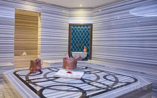 5 Yıldızlı Güneşli Retaj Royal İstanbul Hotel'de 2 Kişilik Konaklama, 45 Dakikalık Masaj Paketi ve SPA Merkezi Kullanımı