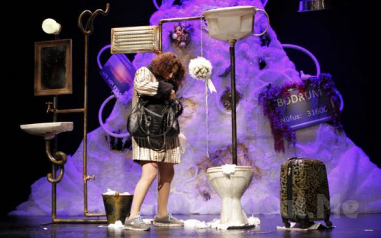 Sevmek ve Sevilmek Üzerine Traji Komik Hikaye 'Aşk Ölsün' Tiyatro Oyunu