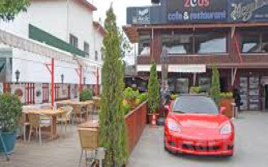 Zeus Cafe & Restaurant Üsküdar'da Canlı Müzik ve Leziz Tatlar Eşliğinde Yılbaşı Eğlencesi