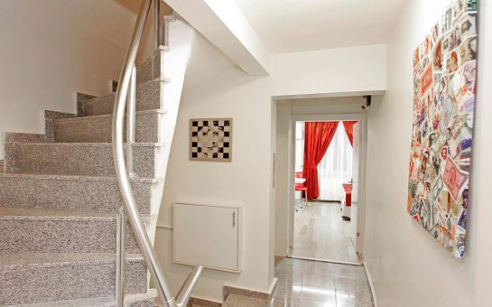 Eğlencenin Merkezi Taksim'de Eviniz Gibi Rahat Edeceğiniz Taksim İstiklal Suites'de 2 Kişi 1 Gece Konaklama Fırsatı!