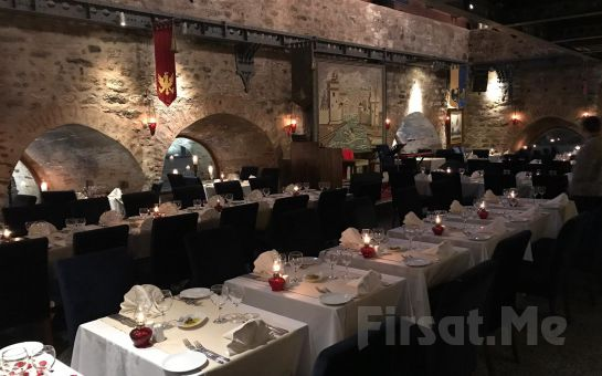 Kız Kulesi'nde İstanbul Manzarası Eşliğinde Romantik Akşam Yemeği