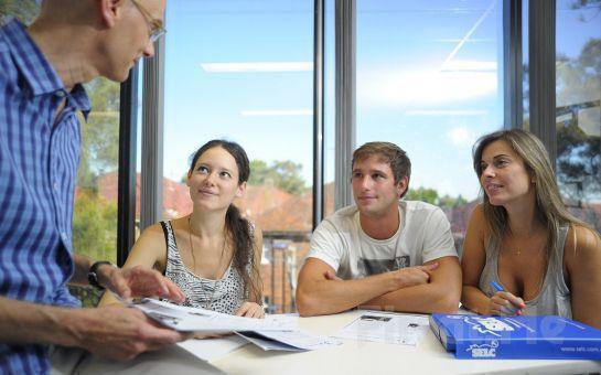 İtalyan Eğitmenlerle George's Academy'de İtalyanca Öğrenme Fırsatı
