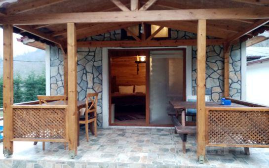 Sapanca Gönül Sofram Butik Otel'in Ahşap veya Şömineli Bungalow Odalarında 2 Kişilik Konaklama Seçenekleri