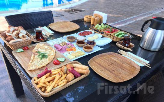 Beylikdüzü The Shaula'da Tüm Gün Havuz, Kahvaltı ve Hamburger Menüleri