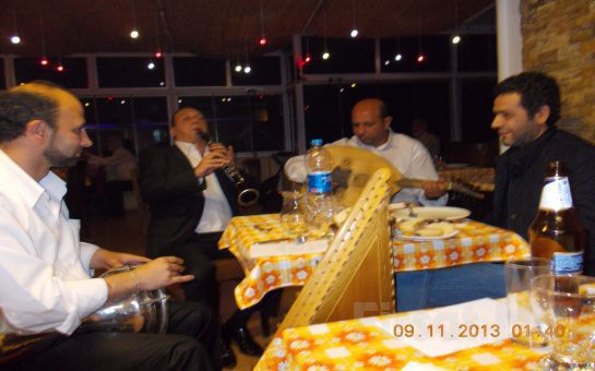 Beyoğlu Sadece Meyhane'de Canlı Fasıl Eşliğinde 3 Çeşit Meze, 20'lik Rakı Fırsatı