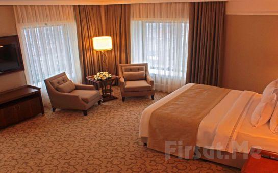 Güneşli Retaj Royale İstanbul Hotel'de Yılbaşına Özel 2 Kişilik Konaklama, Eşsiz Lezzetlerden Oluşan Yılbaşı Yemeği ve Kahvaltı Seçenekli Yılbaşı Paketleri