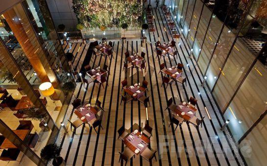 Crowne Plaza İstanbul Harbiye Hotel'de Yılbaşına Özel 2 Kişilik Konaklama, Yılbaşı Yemeği, Yemek Esnasında Alkollü İçecek, Ertesi Gün Odaya Kahvaltı, Geç Çıkış İmkanı Dahil Yılbaşı Paketi