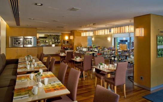 Divan İstanbul City Hotel'de Sevgililer Gününe Özel 2 Kişilik Konaklama, Odaya Şarap Servisi ve İkramlar, Kahvaltı Seçenekler