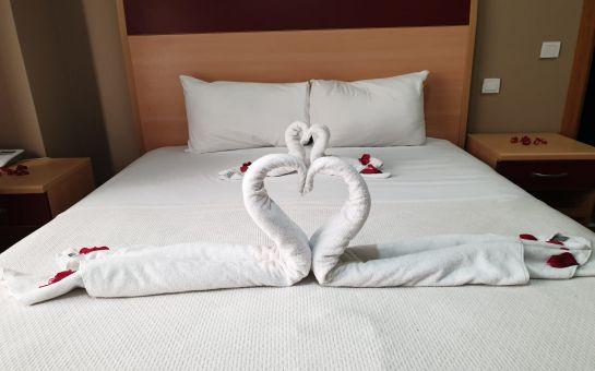 Kumburgaz The Penguen Hotel'de 2 Kişilik Konaklama, Kahvaltı ve Spa Kullanımı