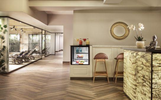 Delta By Marriott İstanbul Haliç Hotel'de 2 Kişilik Konaklama, Kahvaltı, 2 Kişilik Masaj ve SPA Kullanımı