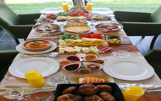 HBS Boutique Hotel & Restaurant Beykoz'da Yöresel Ürünlerden Oluşan Serpme Kahvaltı