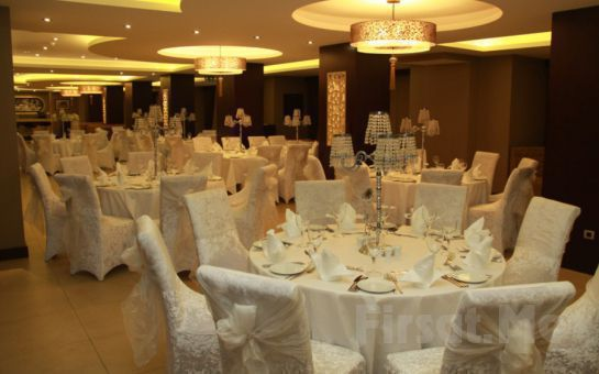 4* Üsküdar Volley Hotel'de Türk Sanat Müziği Eşliğinde Zengin Yılbaşı Menüsü (Sınırsız İçki Dahil)