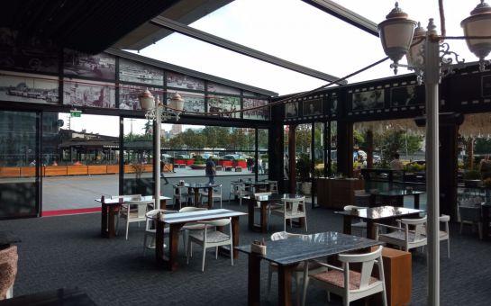 Nostalji İstanbul Cafe & Restaurant'ta Sınırsız Çay Eşliğinde Enfes Çift Kişilil Serpme Kahvaltı Keyfi