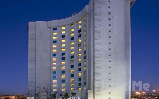 Courtyard by Marriott İstanbul West Hotel Halkalı'da Tam Gün Islak Alan Kullanımı ve Masaj Paketleri
