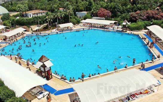 İzmir Aqua City Balçova'da Isıtılmış Havuzlarda Tüm Gün Yüzme Keyfi