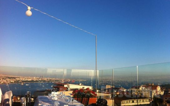 Taksim City Center Hotel Roof Restaurant'ta Canlı Ege ve Yunan Müziği, Oryantal Showlar, Havai Fişek Gösterisi, Leziz Yılbaşı Menüsü! (Limitsiz Yerli İçki Dahil)
